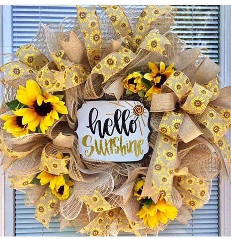 60 Lovely Summer Wreath Design Ideas and Remodel – CoachDecor.com #christmaswrea…
