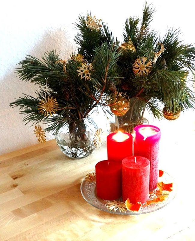 Ich liebe die Adventszeit und Weihnachten! Eine ganz besonders besinnliche Zeit, die dazu einlädt dick eingepackt mit Tee, selbstgebackenen Keksen, Mandarinen und Datteln auf der Couch zu lümmeln, gemütlich zu lesen, die Akkus aufzuladen und den Stress des Jahres hinter sich zu lassen. Ich feiere diese Zeit immer ganz besonders, indem ich passend schmücke, Tannenzweige arrangiere, Strohsterne und Kerzen verteile, als gäbe es kein elektrisches Licht und Orangenschalen auf der Heizung trockne.