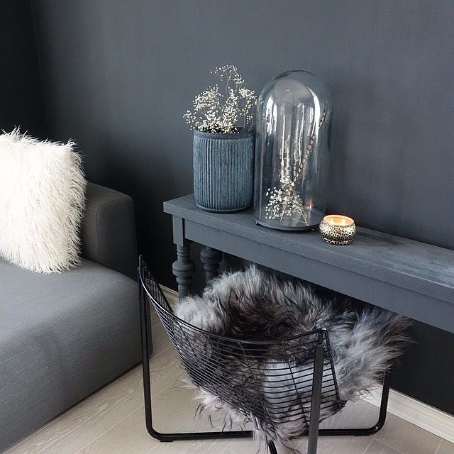 Classico chalk paint from Pure & Original in the color Black Smoke. Cred. Hana Alendar