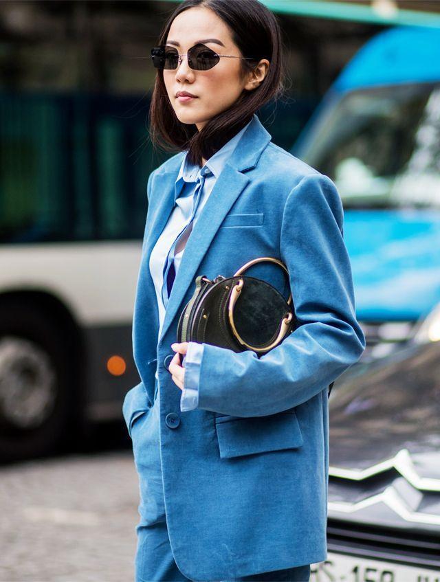 1e823ee5b5 Bolso Pixie de Chloé  la cartera redonda favorita del street style ...
