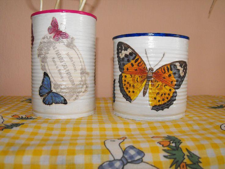 Konzervdoboz újrahasznosítása, pillangós vázaként. :)