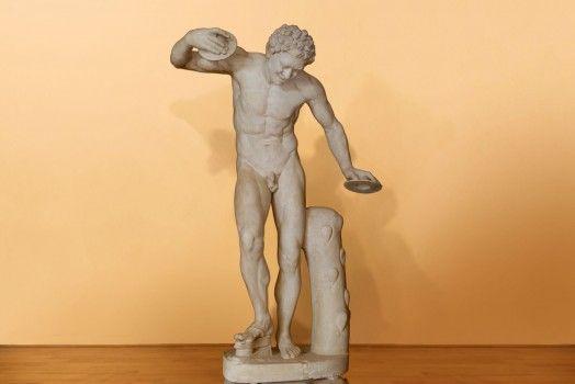Scultura in scagliola della fine dell'800, rappresentante a grandezza naturale un Satiro Danzante. - See more at: http://www.antichitailmercante.com/showroom/scultura-satiro-danzante/#sthash.CV0eWRGc.dpuf