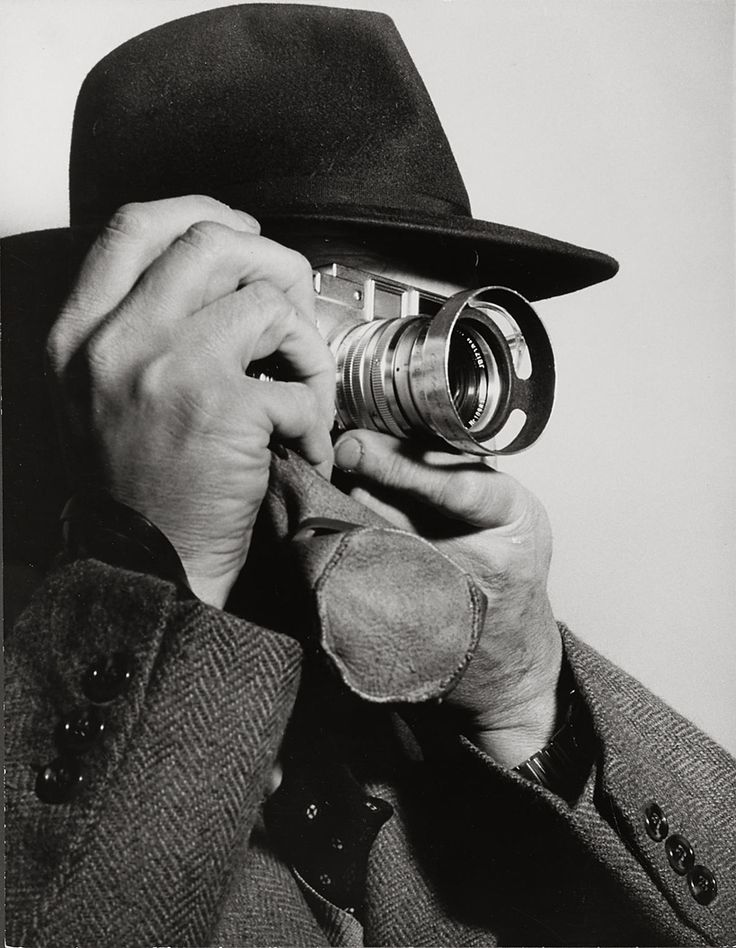 Henri Cartier-Bresson with Leica M3 (with Summarit 1,5/50mm), 1955 -by Dimitri Kessel [+] [+]