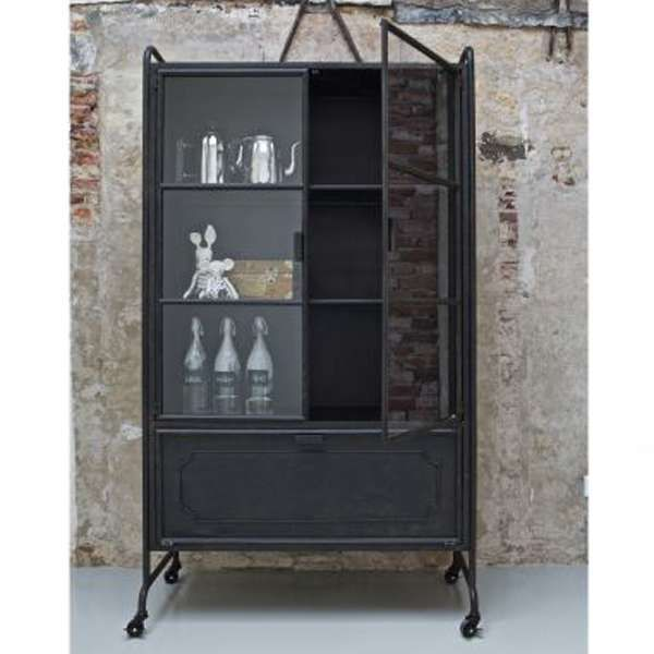 die besten 17 ideen zu metallschr nke auf pinterest. Black Bedroom Furniture Sets. Home Design Ideas