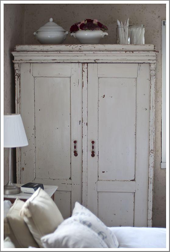 Unieke oude brocante kasten vind je bij WWW.OLD-BASICS.NL; WEBSHOP met brocante, vintage, stoer landelijk en industriële meubels !