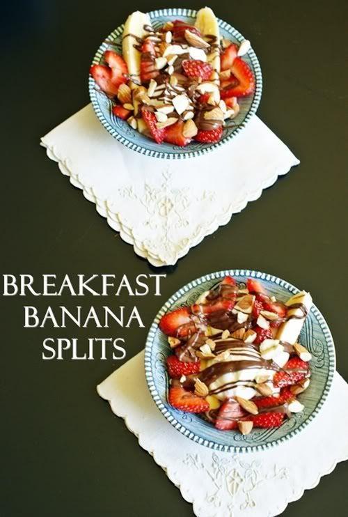 breakfast banana splits!: Breakfast Bananas, Good Ideas, Bananas Split, Banana Split, Chops Nut, Christmas Mornings, Slices Strawberries, Warm Nutella, Greek Yogurt