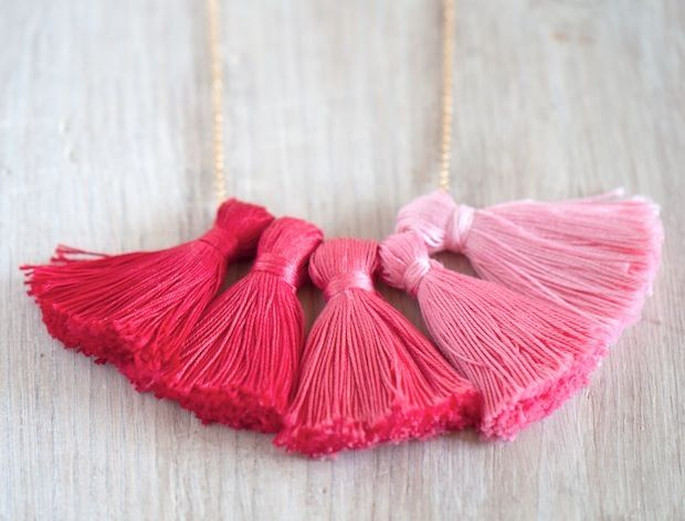 Oh the lovely things: DIY Ombre Tassel Necklace- what a cute DIY accessory idea I need to make this!!!!!