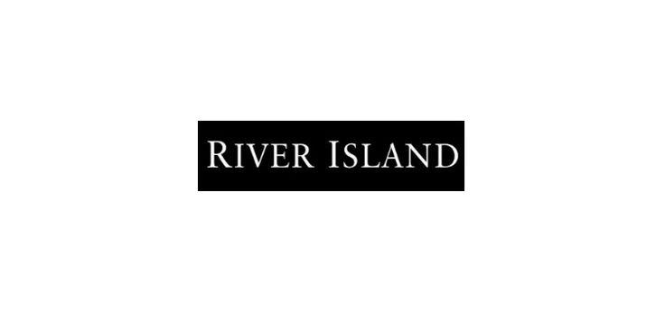 Jesień z River Island - Dziś zaglądamy do szerokiej oferty znanej brytyjskiej sieciówki. River Island jak zawsze, wyróżnia się oryginalnymi krojami i dodatkami. Jednym słowem, kreuje trendy i zaspokaja nasze potrzeby związane z modą. Przedstawiamy trzy wystrzałowe jesienne stylizacje. Zestaw szkolny: Idealny …