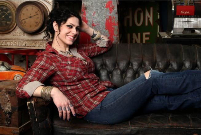 Danielle Colby from American Pickers.  My sisters tell me I remind them of her.  :)  I find this *hilarious*.