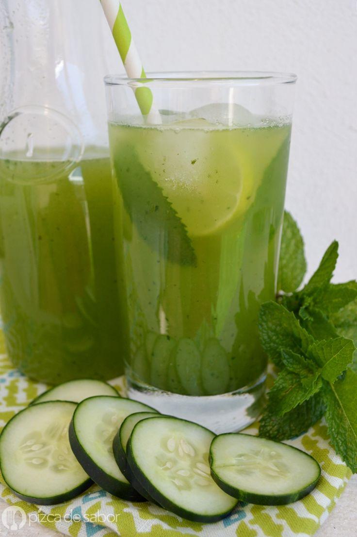 Deliciosa y fácil agua de pepino con menta o yerbabuena, muy refrescante e ideal para los días de calor. Perfecta para acompañar tus comidas.