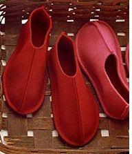 Martha Stewart - DIY felt slippers