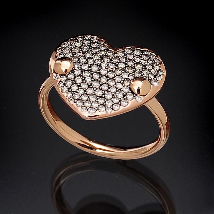 Anello cuore in oro rosa e diamanti brown #anelli #gioielleria #curnis #lusso #jewelry