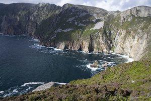 IRLAND: Donegal ist zigartig: Hier gibt es einen König auf einer Insel, geniale Surfspots, Gaeltacht-Regionen, landschaftlich reizvolle Wanderwege und viel mehr. Lassen Sie sich von dieser rauhen Grafschaft begeistern.
