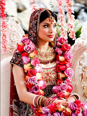 Roses depict love, fondness and beauty. Charm of full bloomed roses can never be replaced with even the most exotic florae #Shaadimagazine #GArlands