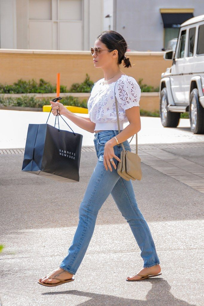 Jenna Dewan Tatum, Chrissy Teigen, and Others Show Us These Are the New Mom Jeans   Glamour