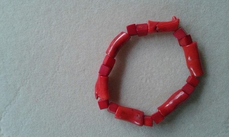 Koralowa bransoletka na gumce