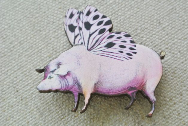 Brosche fliegendes Schwein // brooch flying pig by Bead it! via DaWanda.com