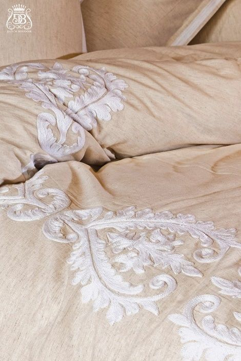 25 beste idee n over wit dekbed slaapkamer op pinterest appartement slaapkamer decor wit - Romantische witte bed ...