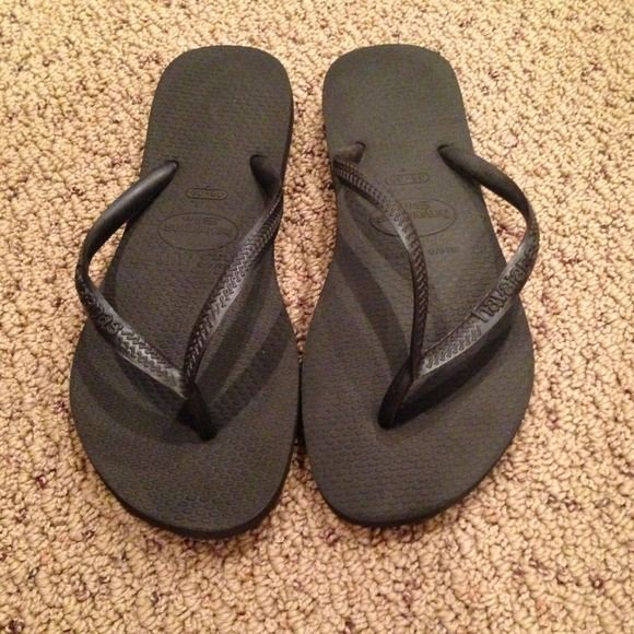 Most Comfortable Black Flip Flops These Don T Look Any Different