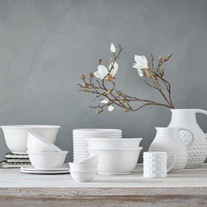 Nyhet! PORTO håndlaget keramikk kommer i 10 utførelser – alt fra tallerkener ogmugger til krukker og skåler. #handmade #dining #keramikk #jotex