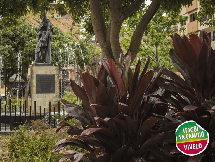 Escultura Simón Bolívar del parque principal de Itagüí