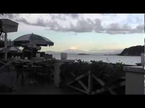 ★スクープ映像!富士山上にUFO(空飛ぶ円盤)が出現か?、逗子なぎさ橋珈琲から撮影