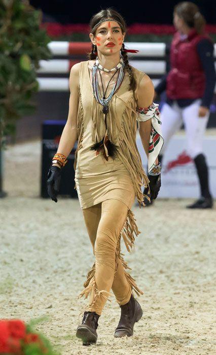 Charlotte è una campionessa di equitazione e spesso indossa completi da cavallo -più seri di quello in foto.