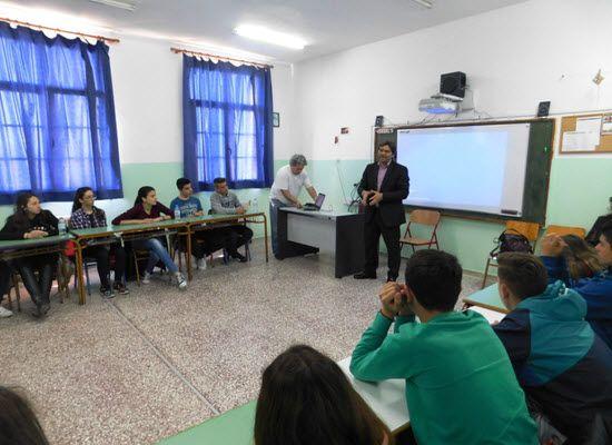 04-05-17 Καμία  αύξηση  ωραρίου στους  εκπαιδευτικούς    04-05-17 Καμία αύξηση ωραρίου στους εκπαιδευτικούς  Με αφορμή  δημοσιεύματα σε ορισμένες ιστοσελίδες το Υπουργείο Παιδείας Έρευνας  και Θρησκευμάτων ανακοινώνει ότι δεν υπάρχει καμία σκέψη για αύξηση του  ωραρίου των εκπαιδευτικών τόσο στα Δημόσια όσο και στα Ιδιωτικά  Σχολεία.  Χαράλαμπος Κ. Φιλιππίδης Μαθηματικός   Εκπαιδευτικοί Ιδιωτική εκπαίδευση