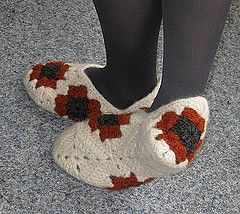 Ravelry: Felted granny slippers pattern by Maria Thorgren-Hansson.. Free pattern!