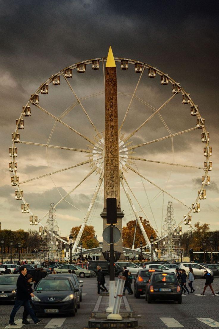 Place de la Concorde,situata ai piedi degli Champs-Élysées. Dopo la Place des Quinconces di Bordeaux, è la più grande piazza francese. In essa termina la Rue de Rivoli. (Wikipedia)