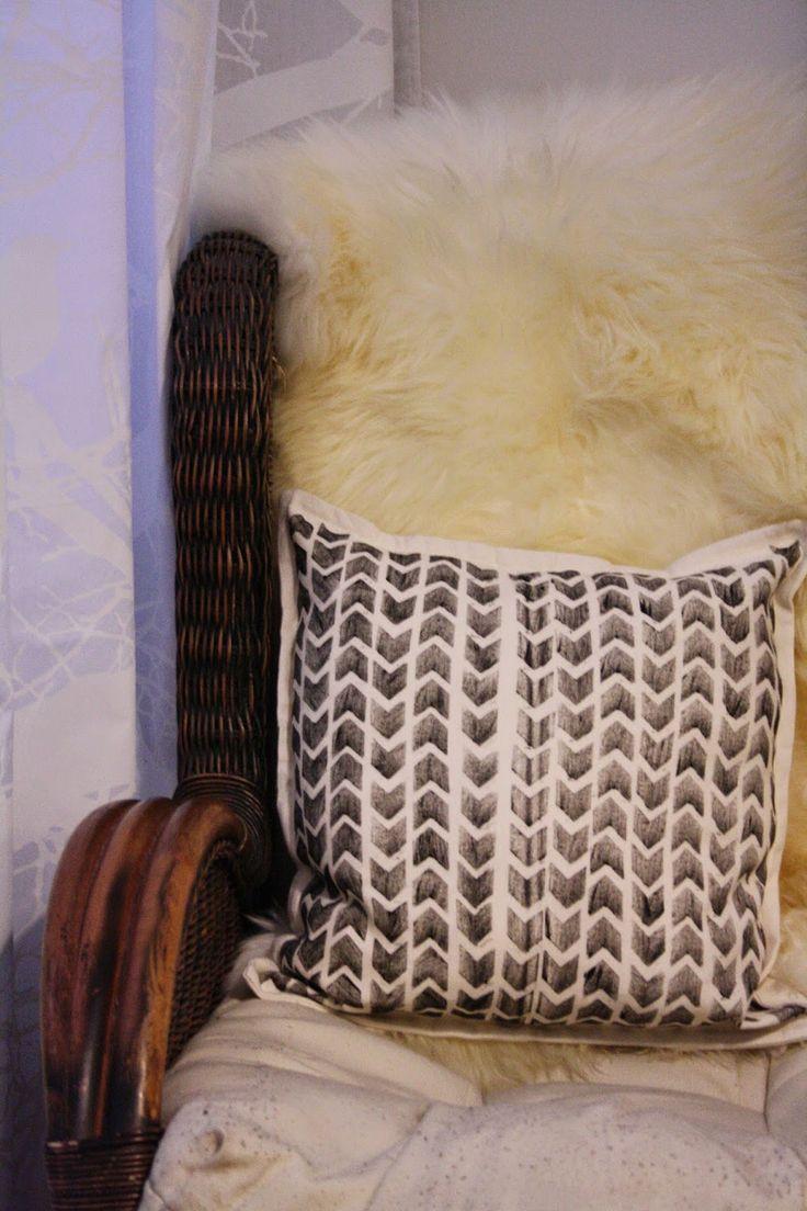 Tuntematon Tuunaaja: DIY koristetyynynpäällinen  // DIY pillow case with a graphic print