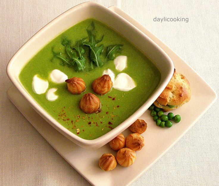 Zupa krem z zielonego groszku z...groszkiem ptysiowym
