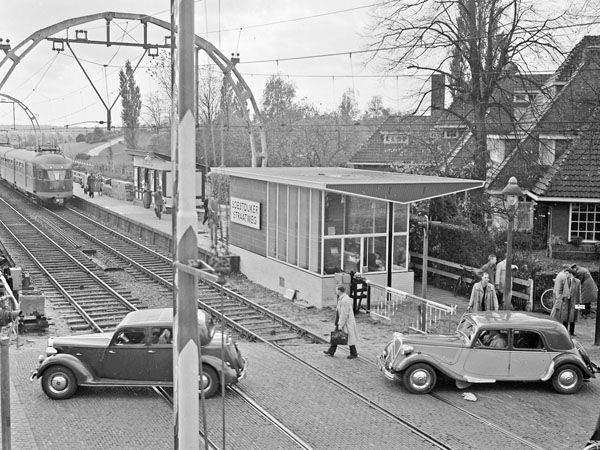 De halte Soestdijkerstraatweg in Hilversum, 28 oktober 1952.