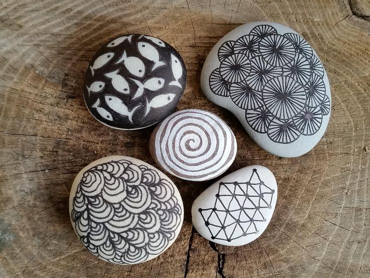 5 bemalte steine von allerleikrempel auf lavoretti steine bemalen steine e. Black Bedroom Furniture Sets. Home Design Ideas