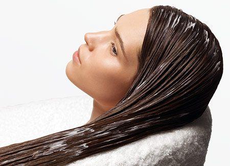 1. Самая простая маска из кефира для волос – просто нанести его (немного подогретым) перед мытьём головы, подержать сколько угодно времени (максимум час) и смыть. После этой процедуры волосы станут более мягкими. 2. Яичный желток + 1 ч. ложка растительного масла (оливкового, касторового или репейного) + 3 ст. ложки жирного кефира. 3. 120 г жирного кефира + 150 г чёрного хлеба (без корочки) + 1 ст. ложка касторового масла: на 20мин. 4. Сок лимона + 2 л воды для ополаскивания после шампуня.
