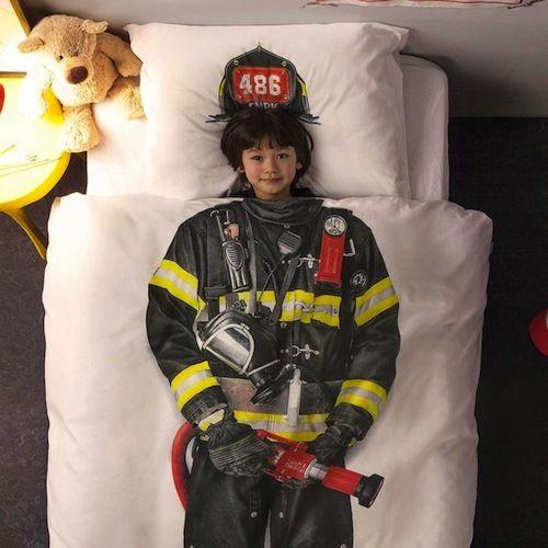 4 edredones infantiles para que los niños hagan realidad sus sueños. Edredón de bombero para decorar la habitación de un niño que sueña con apagar fuegos.