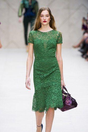 Vestito verde. Il colore di tendenza della primavera 2013