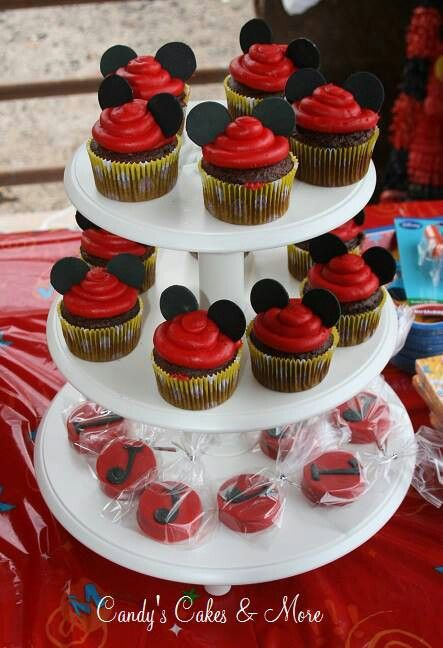 Mickey mouse cupcakes & chocolate covered oreos