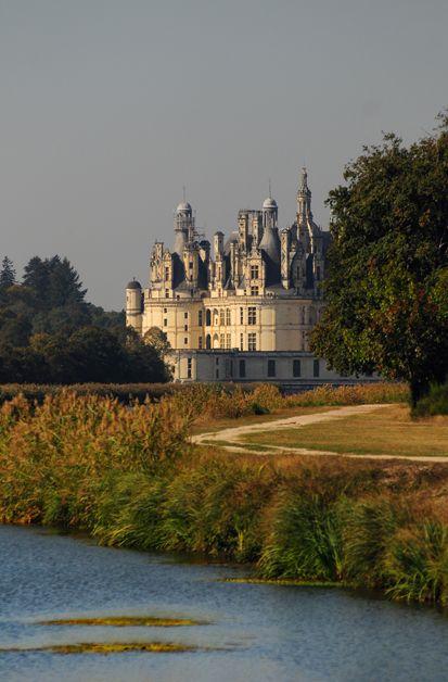 Patrimoine - Vue du château de Chambord depuis le plan d'eau