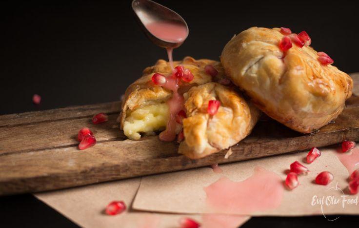 Запеченный бри с гранатовым медом (видео) / Baked brie with pomegranate honey Яйца фаршированные васаби / Cremy wasabi deviled eggs #recipe #foodblog #evilolivefood #cheese #cheese #brie #pomegranate #appetizer #гранат #закуски #бри #сыр #фудблог #рецепт