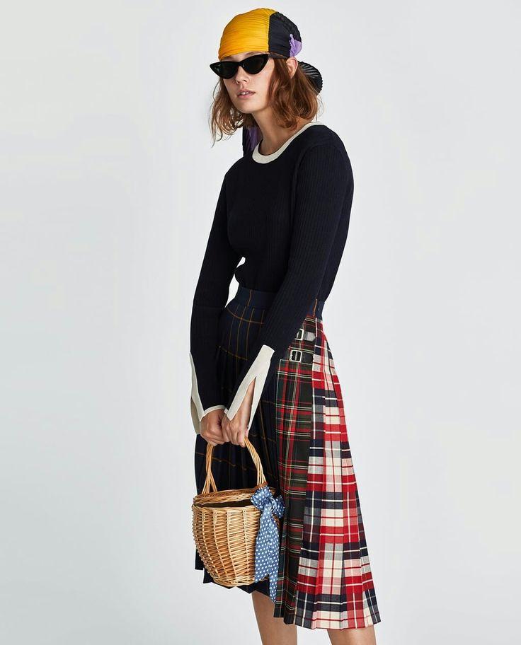 Falda de tablas, combinando cuadros, pañuelo en la cabeza y gafas de sol retro