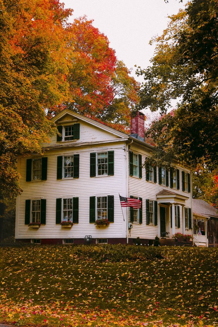 New England Fall, New England Homes, 31 Nights Of Halloween, Maine In The Fall, Beautiful Homes, Beautiful Places, Autumn Scenes, Ghost Tour, Autumn Activities