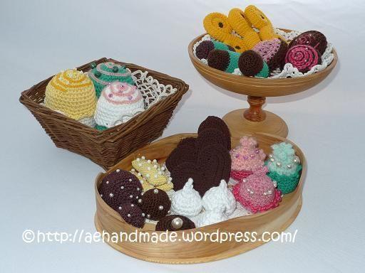 Free Crochet Pattern for Swedish Cookies - Gratis mönster på virkade finska pinnar kakor http://aehandmade.com/wp-content/uploads/2012/02/Finska-pinnar.pdf