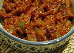 La meilleure recette de Caviar d'aubergine à la marocaine de ma maman! L'essayer, c'est l'adopter! 4.8/5 (12 votes), 19 Commentaires. Ingrédients: 3 ou 4 aubergines, deux petites tomates ou une grande, deux gousses d'ail, 1 c à c de persil, 1 c à c de coriandre, 1 c à c de sel, 1/2 c à c de poivre, 1,5 c à c de piment doux ou paprika, 1 c à c de cumin, 2,5 c à s d'huile d'olive, citron confit et olives