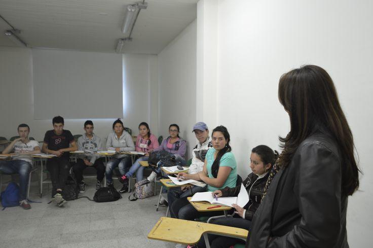 La Directora de Regionalización dialoga con los estudiantes