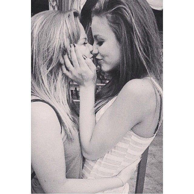 Sweet Lesbian Pics 67