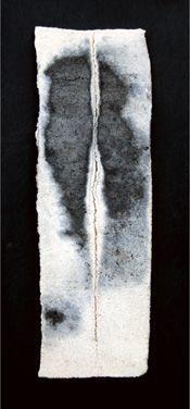 Alla base della montagna. 2008 Stele cm 20x5 Ceramica- Mix di terre raccolte e refrattari.  Cottura e fiammature effettuate a cielo aperto