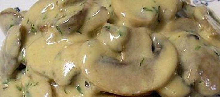 Romige champignonsaus | Lekker Tafelen http://www.lekkertafelen.nl/recepten/romige-champignonsaus/