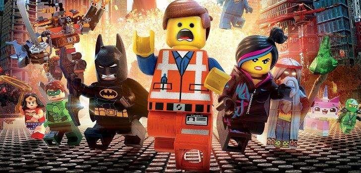 """Uma Aventura LEGO,o popular e bem-recebido filme de 2014, foi dirigido por Chris Miller e Phil Lord, e agora, na continuação, a talentosa dupla retorna apenas a cargo do roteiro, que, segundo eles, acaba de ser finalizado! Em seu Twitter, Miller compartilhou a seguinte frase: """"Acabei de entregar a primeira versão do roteiro de Uma …"""