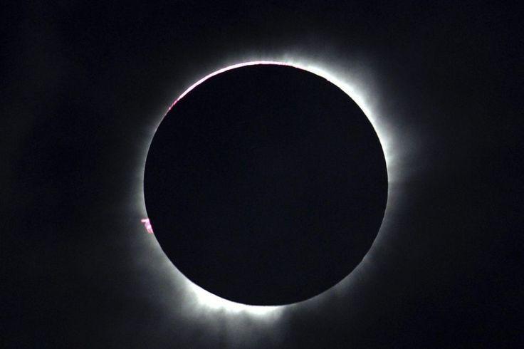 L'#eclissi di Sole totale osservata in tutta l'Indonesia e nell'#OceanoPacifico il 9 marzo 2016.